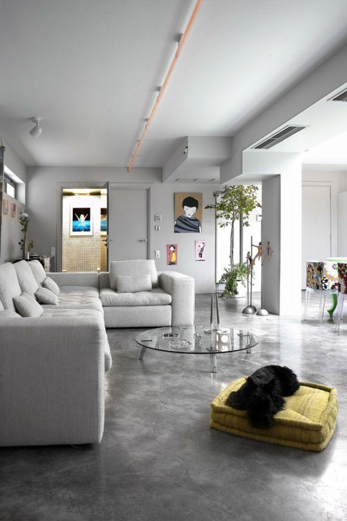 Betonboden Ecksofa Wohnbereich Renovierung-Transformation der Garage