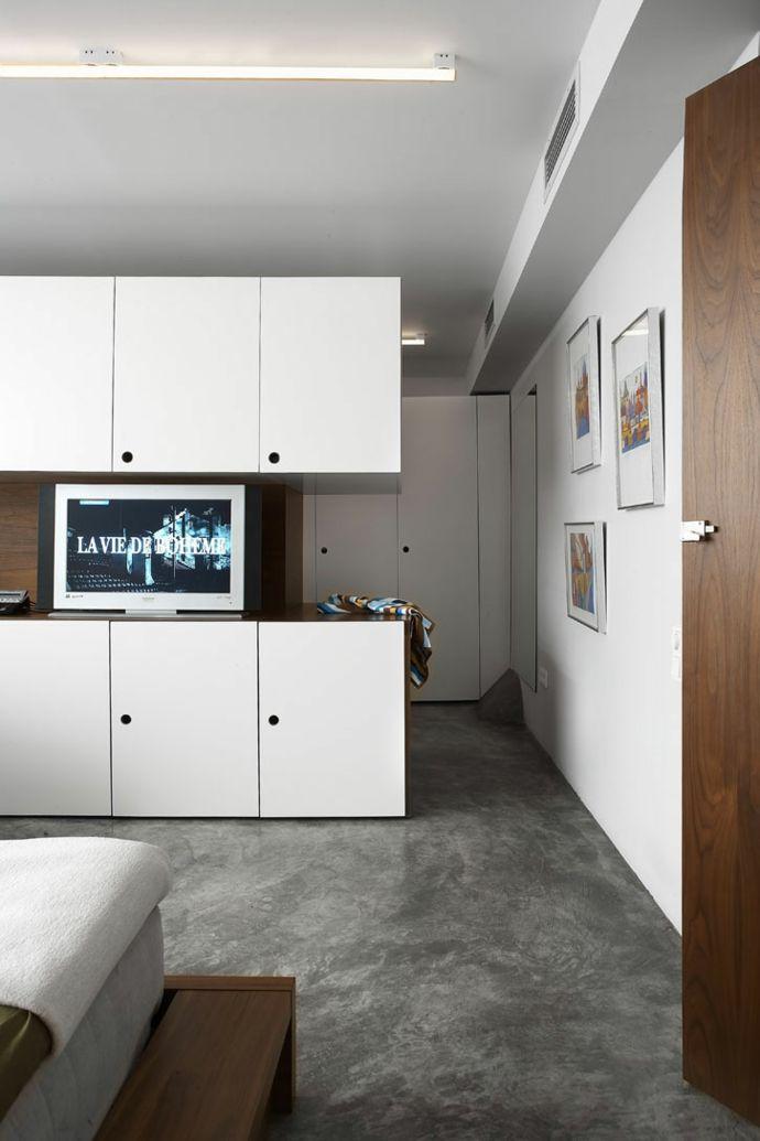 Betonboden Holzschränke Wohnzimmer-Transformation der Garage