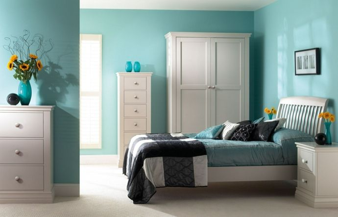 Bett Deko Kissen Garderobe Kleiderschrank Kommode Beistelltisch Weiß Blau Grün-Feng Shui im Schlafzimmer