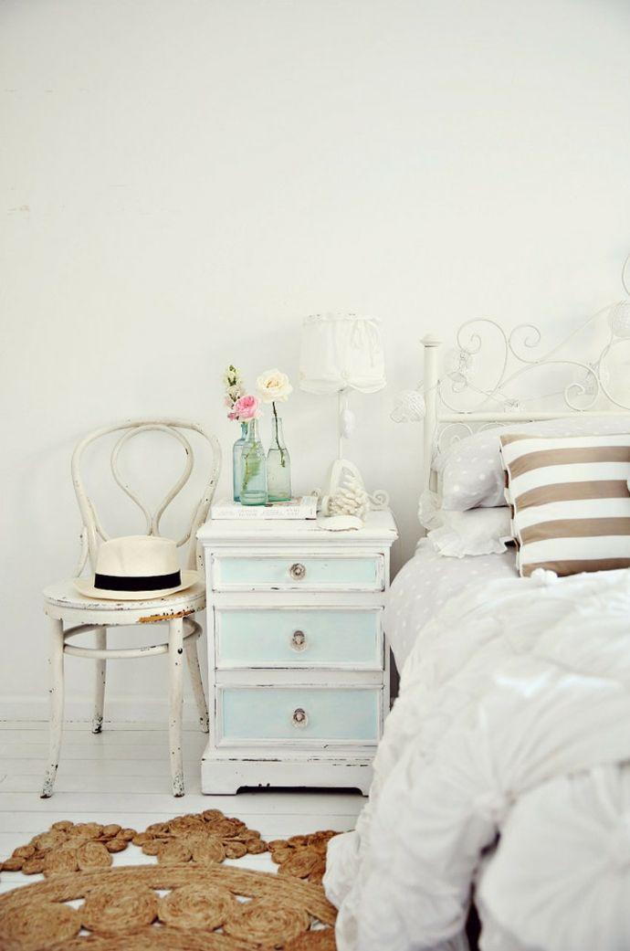 Bett Kopfteil verziert Metall Kommode Nachttisch Stuhl Holz Blumen Teppich Weiß -Shabby Chic Einrichtung