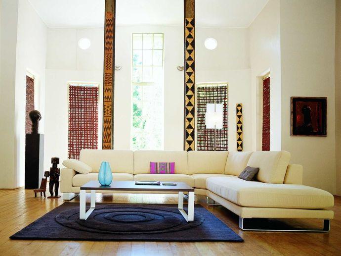 Ecksofa Sofa modern Einrichtung hohe Decken Statuen Figuren Bilder Kunst Weiß Gelb-Feng Shui im Wohnzimmer