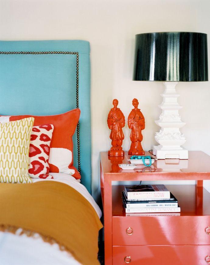 Eklektsiches Schlafzimmer in Türkis und Orange-Gestaltung im maritimen Einrichtungsstil