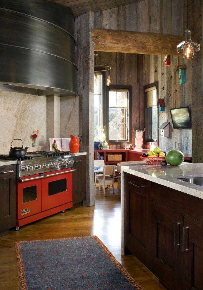 Holzwände Hängeleuchte Herd Marmor Holz Kelim Futterhäuschen-Rustikal Küchen Design
