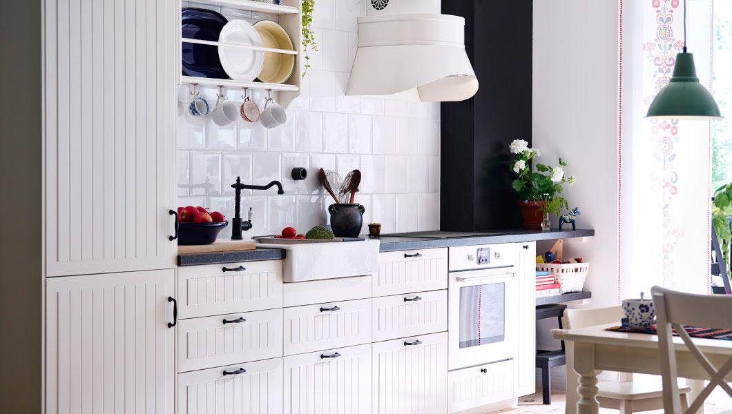 Ikea Landhaus modern Weiß rustikal Wasserhahn Hängeleuchte industriell schlicht Fliesenspiegel Dunstabzugshaube-Küchen Ideen