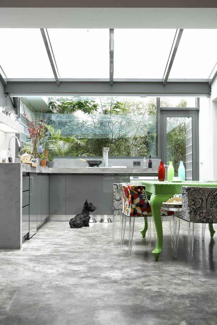 Küche Betonboden Glaswand Renovierung-Transformation der Garage