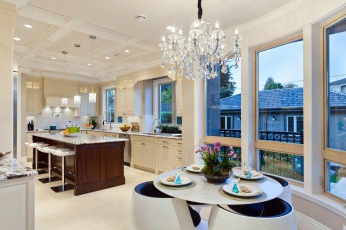 Küche Essbereich Esstisch rund Barhocker Hängeleuchte-Kristall Kronleuchter modern