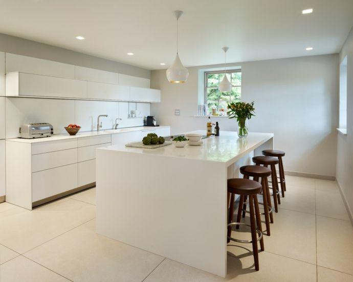Küche Küchendesign Kochinsel hochglänzend Weiß Barhocker Einbaustrahler