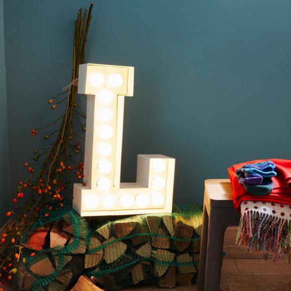LED Buchstabe einzeln Deko Ilex Scheitholz Decken gemütlich Weihnachten Winter-Wohnideen