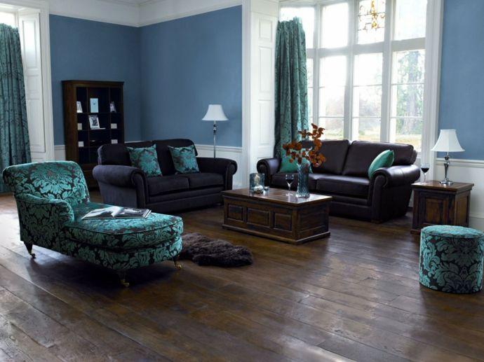 Ledersofa Chaiselounge Regal Vorhänge Tisch Tischleuchte Fußhocker Blau Lila-Feng Shui im Wohnzimmer