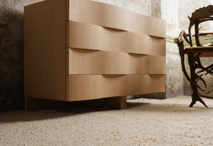 Moderne Kommode mit wellenförmigen Schubladen aus Eichenholz-Kommoden