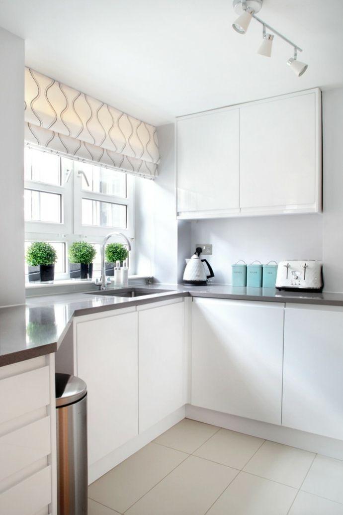Schibegardinen in weißer Küche-Küchengardinen
