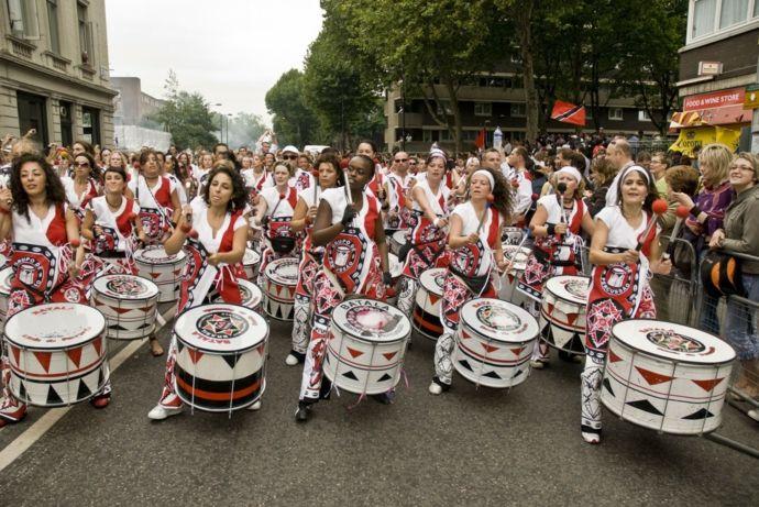 Schlagzeuger auf den Straßen-Karneval