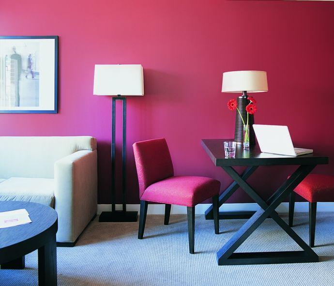 Sofa Arbeitstisch Stehlampe Tischlampe Stuhl Rot Schwarz Weiß modern-Feng Shui im Wohnzimmer
