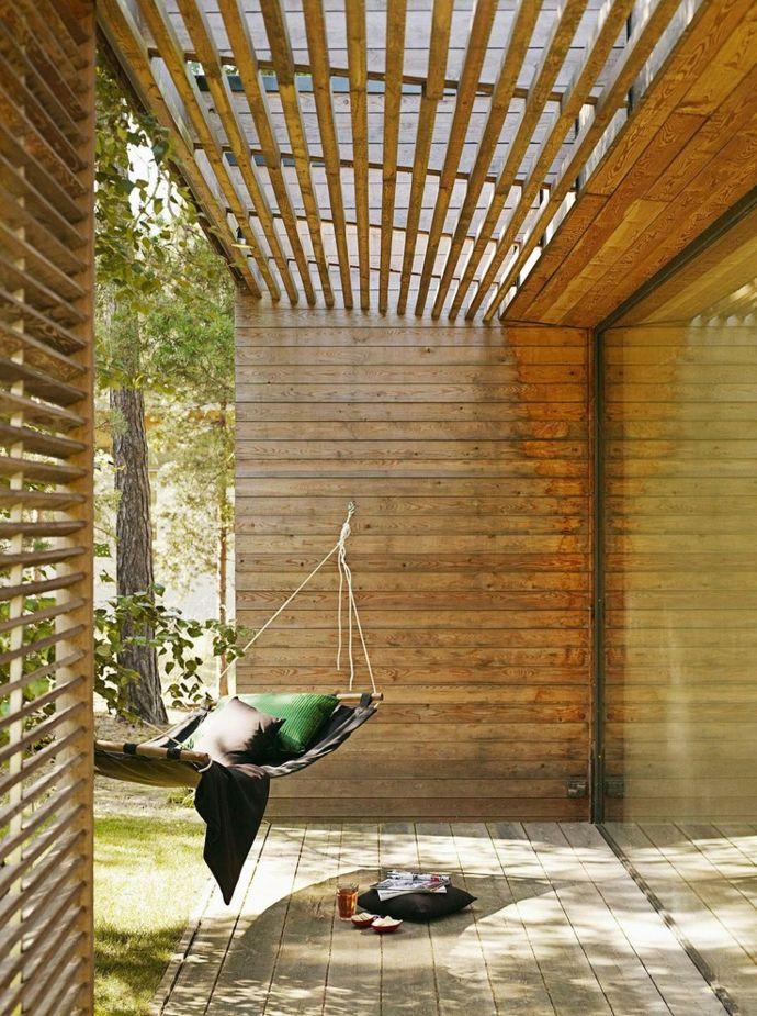 Sonnenschutz mit Holzlamellen-Gestaltung der Veranda