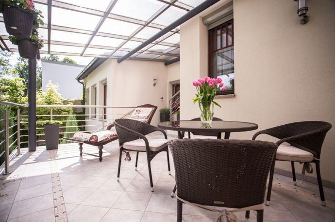Terrasse Balkon Haus Idden Gartenmöbel Gestaltung Hängetöpfe Chaiselounge