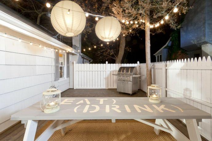 Tischdekoration im Garten-Gestaltung der Veranda