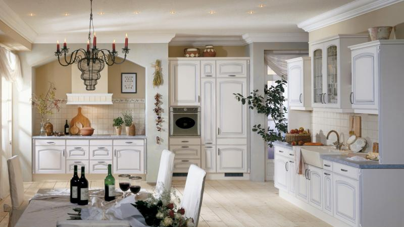 Weiß französisch Landhausküche Einbaustrahler Kronleuchter Kerzen Küchensystem-Küchen Ideen