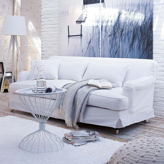 Weißes Sofa sanfte Farben modern-neue Romantik