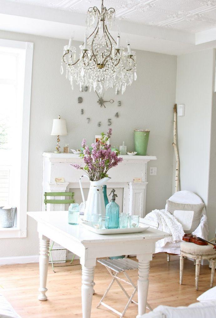 Wohnzimmer Tisch Kronleuchter Kaminkonsole Sessel Blumen Weiß zart -Shabby Chic Möbel