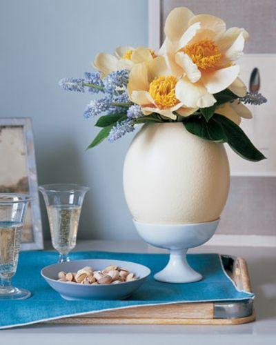 Übergroßer Eierbecher-Tisch Dekoration Ostern