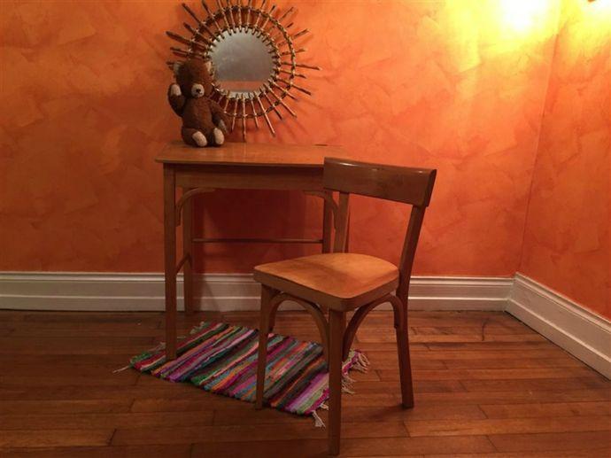 Altmodisch Holzstuhl Holztisch Orange