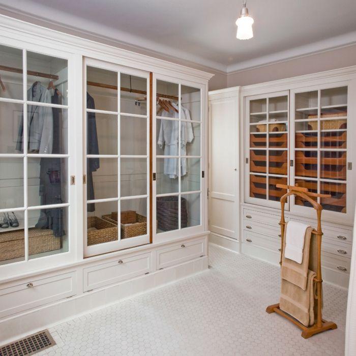 Ankleideraum in Weiß-Offener begehbarer Kleiderschrank System Luxus