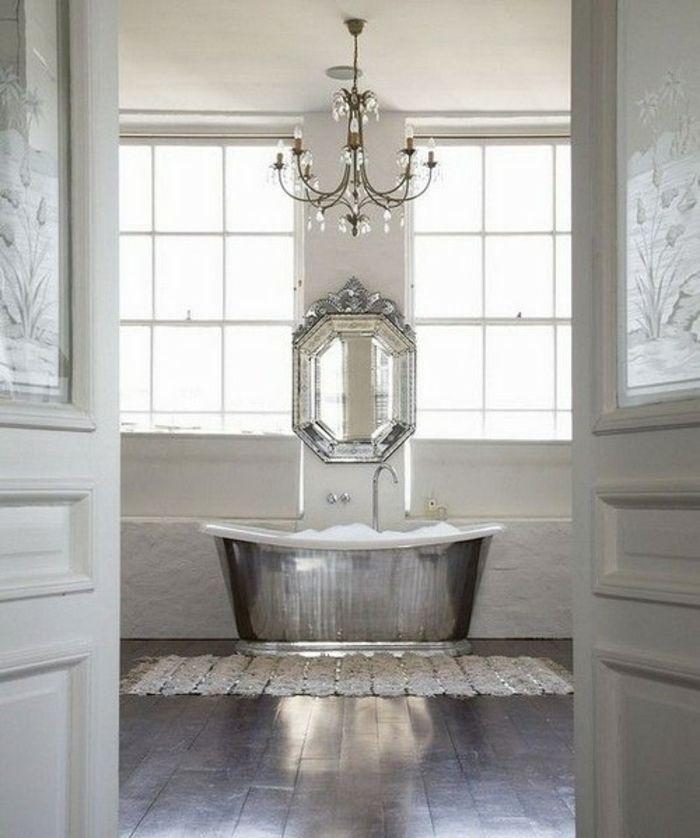 Badewanne aus Metall im Wohlfühl Badezimmer-freistehende Badewanne