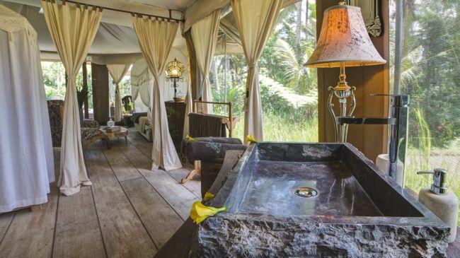 Badezimmer, Wohnzimmer, Stehlampe, Spühle aus Stein, Gardinen