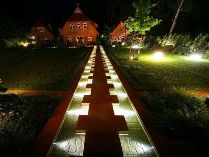 Beleuchteter Gartenpfad-Gartenleuchten
