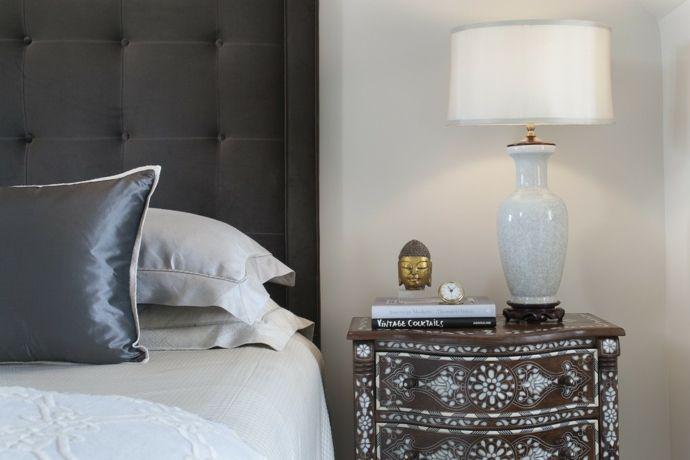 Bemalter Nachttisch Holzelemente Tischleuchte in Weiß-Orientalische Lampen