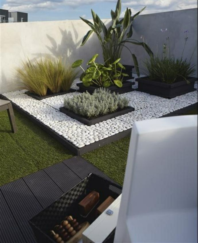 gartenlandschaft in minimalistischem stil. Black Bedroom Furniture Sets. Home Design Ideas