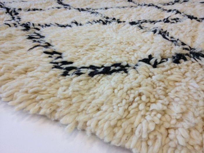 Berberteppich in Schwarz und Weiß-Exotische Teppichideen