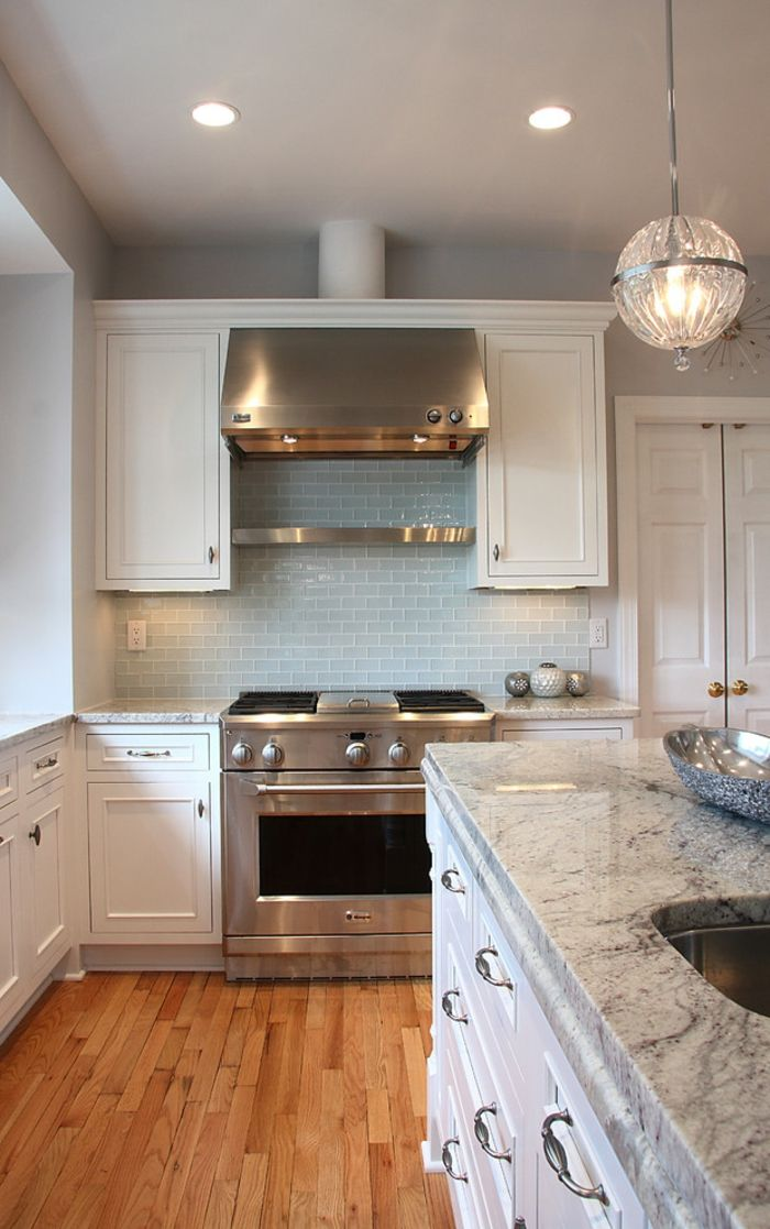 Bianca Romano in Weiß mit moderner Kochinsel-Arbeitsplatten aus Granit
