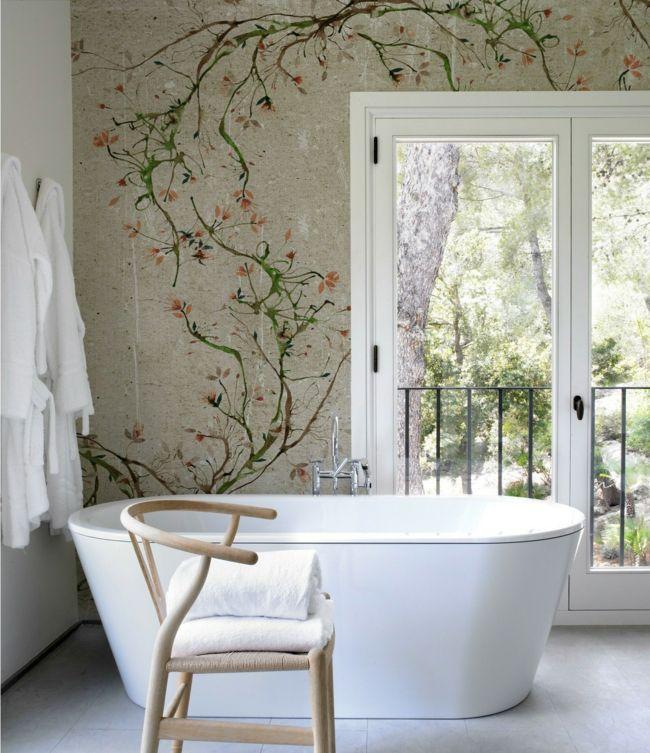 Blüten-Muster im zeitgenössischen Design-Badezimmer Tapete