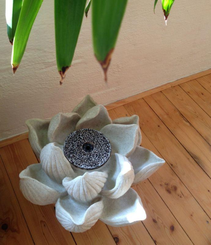 Brunnen in Form einer Lotusblüte-Ideen mit Zimmerbrunnen