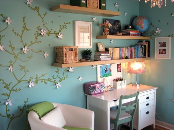 Bunte Einrichtung und kleiner Schreibtisch in Weiß-Jugendschlafzimmer Mädchen