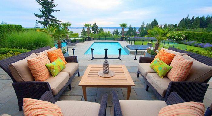 Bunte Sofas Swimmingpool urban-Gestaltung Gartenmöbel
