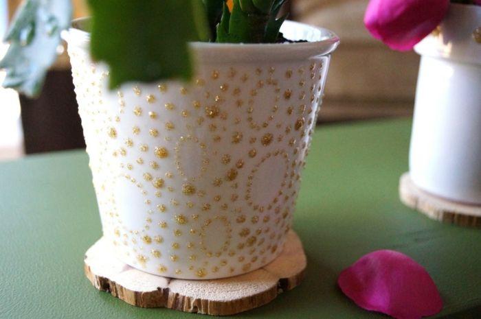 Dekoration mit Plusterfarbe-Blumentopf Design Zimmerpflanzen DIY Plusterfarbe Basteln