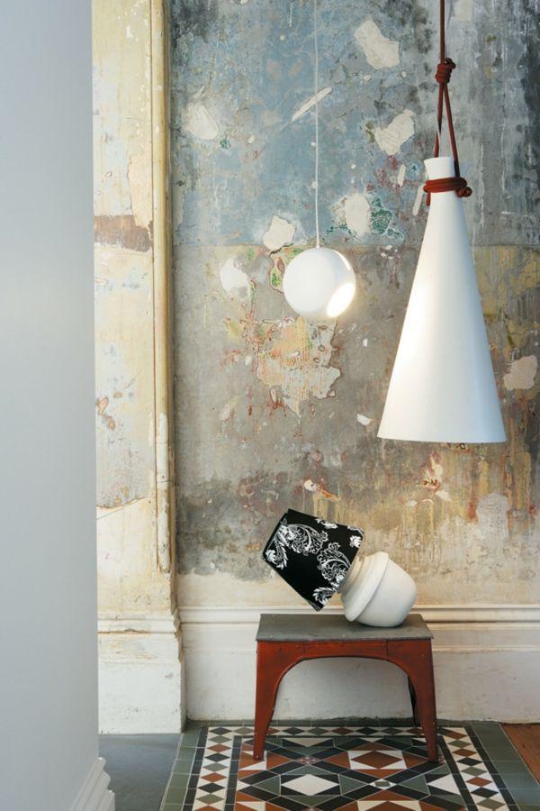 Dekorative Hängeleuchten-Einrichtung mit industriellen Möbeln