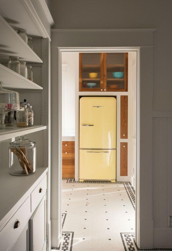 Der hübsche Kühlschrank als eigenständiges Möbelstück in der Küche-Retro-Kühlschrank