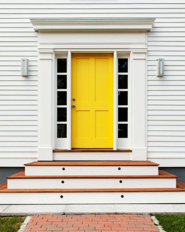 Die Haustür sollte die Lebenseinstellung der Bewohner widerspiegeln-Auffällige Eingangstür mit Seitenteil