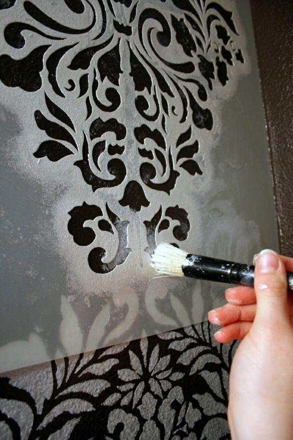 Die Wände mit Tupfpinsel und Schablone selber dekorieren-idee schablone