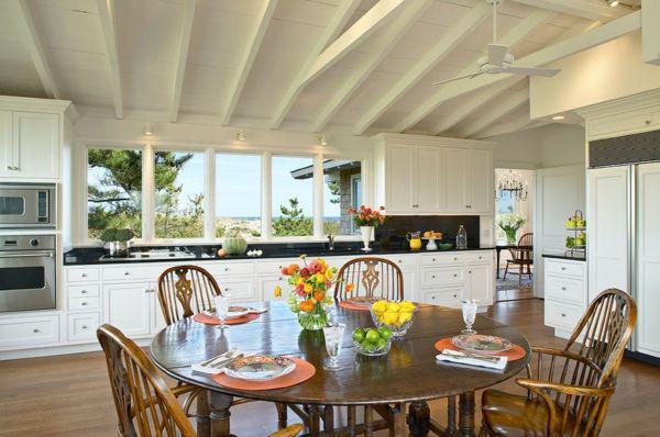 Die weiße Farbe komplementiert den Effekt des rustikalen Tisches-runder Holztisch Küchenstühle Windsor-Stühle