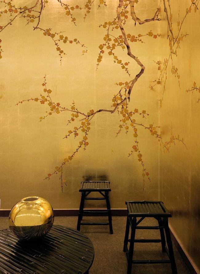 Ein Zimmer mit goldenen Wänden durch moderne Wandgestaltung-moderne-deko-wand-tapete