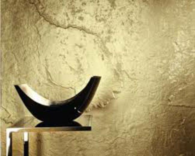 Ein Zimmer mit goldenen Wänden,wie in einem prachtvollen Schloss-moderne-deko-wand-tapete