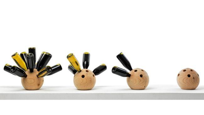Einzigartige Weinlagerung in Bowlingbällen aus Holz-Weinregal Design ausgefallen Idee Holz