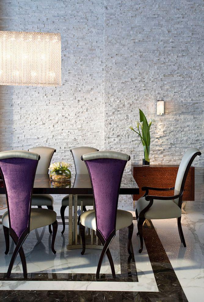 Esszimmer im zeitgenössischen Design-Steinfurnier Steinwand Innendesign Esszimmer zeitgenössischer Stil Essstühle Marmorboden