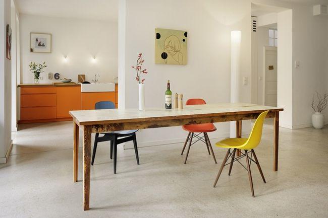 Esszimmer, möbel in Orange, bunte Stühle, viel Raum-Einrichtungstrends