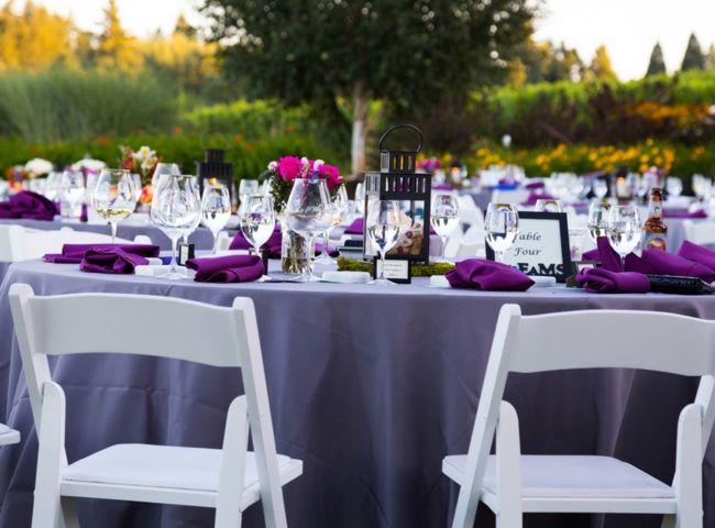 Farbenfrohe Tischdekoration in Violett, Lila, Rosa und Weiß-Tischdeko Hochzeit Farben