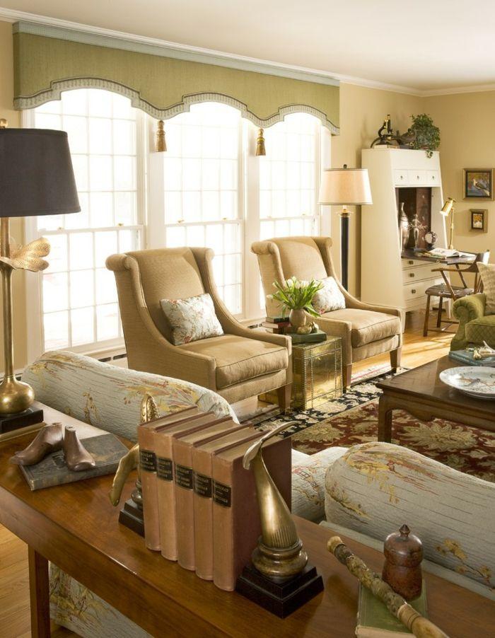 Fensterbehandlung cremefarbig traditionell-dekorative Deckenleisten